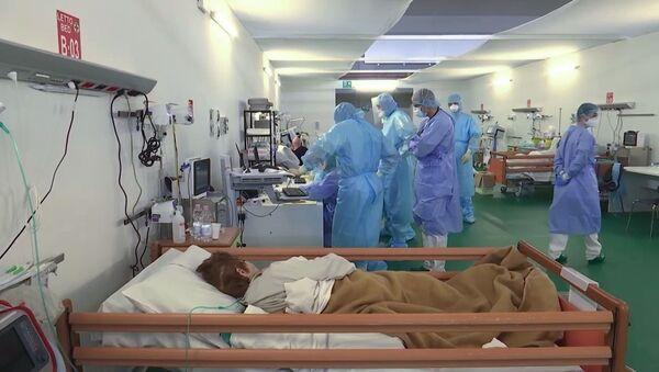 Ruski vojni lekari u terenskoj bolnici u Bergamu - Sputnik Srbija