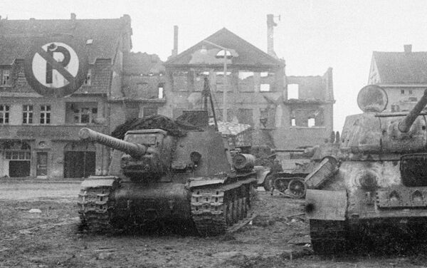 Совјетски тенкови на тргу града Кенигсбергу током Великог рата. - Sputnik Србија
