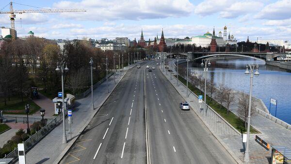 Улица у Москви за време самоизолације грађана због пандемије вируса корона - Sputnik Србија