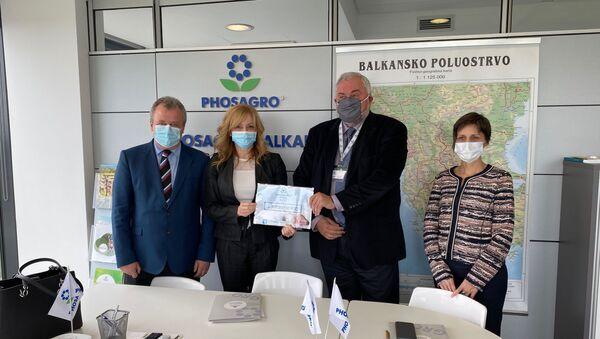Предаја финансијске помоћи ФосАгро породилишту Медигруп - Sputnik Србија