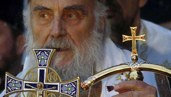 Српски патријарх Иринеј током свечаног паљења бадњака испред цркве Светог Саве  - Sputnik Србија