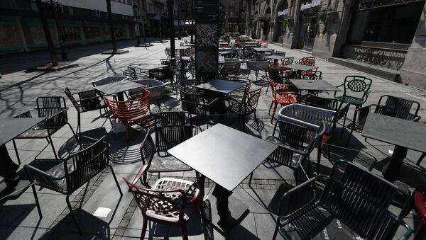 Празна башта кафића у Београду - Sputnik Србија