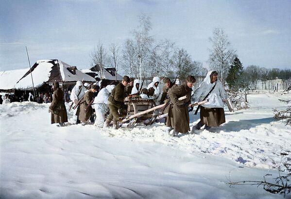 Рањеници се превозе санкама до најближе болнице у близини Мозхајска, 1942. - Sputnik Србија