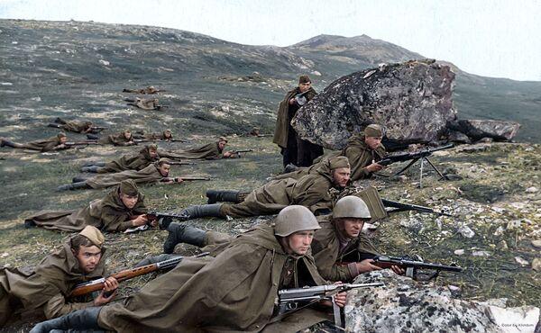 Морнарички извиђачи Северне флоте чекају непријатеља у заседи, 1942. - Sputnik Србија