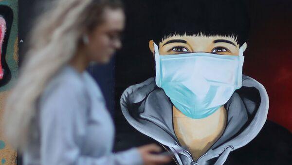Grafit povodom virusa korona u Sejlu u Velikoj Britaniji - Sputnik Srbija