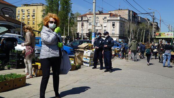 Komunalna policija ispred Bajlonijeve pijace - Sputnik Srbija