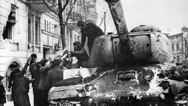 Tenk JS-3 ulazi u oslobođenu Poljsku, Drugi svetski rat - Sputnik Srbija