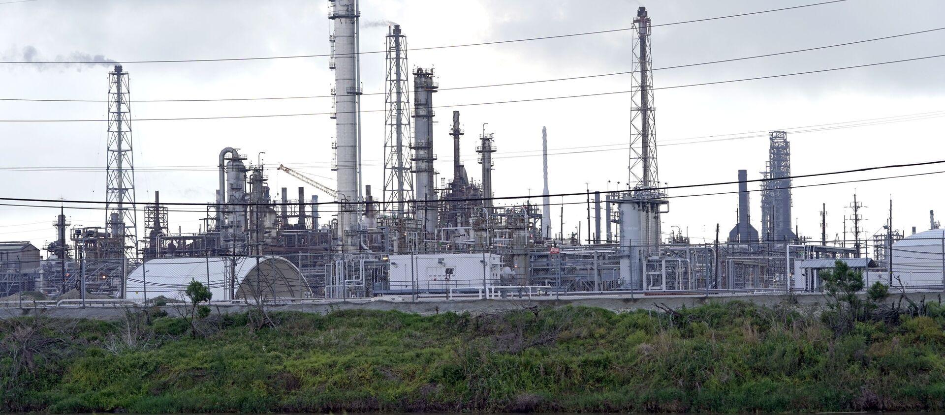 Rafinerija nafte Motiva u Port Arturu u američkoj državi Teksas - Sputnik Srbija, 1920, 05.01.2021