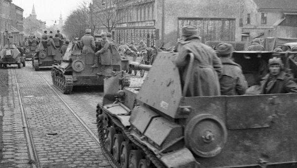 Совјетске трупе улазе у Беч након што су ослободиле град од нацистичких снага (архива) - Sputnik Србија