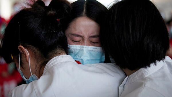 Medicinski radnici u Kini u suzama  - Sputnik Srbija