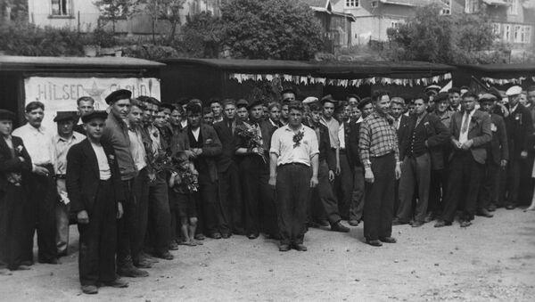Совјетски ратни заробљеници пред повратак у домовину на станици у близини Осла на крају Другог светског рата - Sputnik Србија