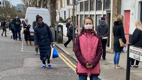 У Лондону већина не носи заштитне маске и рукавице. - Sputnik Србија
