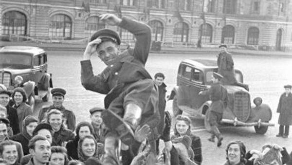 Дан победе: Овако је Москва дочекала вест о коначном поразу нациста - Sputnik Србија