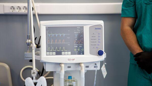 Respirator u novoj bolnici na Karaburmi. - Sputnik Srbija