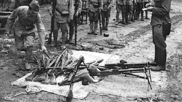 Japanski vojnici Kvantuške armije polažu oružje nakon Mandžurijske operacije 9.8-2.9.1945.  - Sputnik Srbija