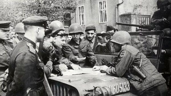 Sastanak sovjetskih i američkih vojnika na Elbi - Sputnik Srbija