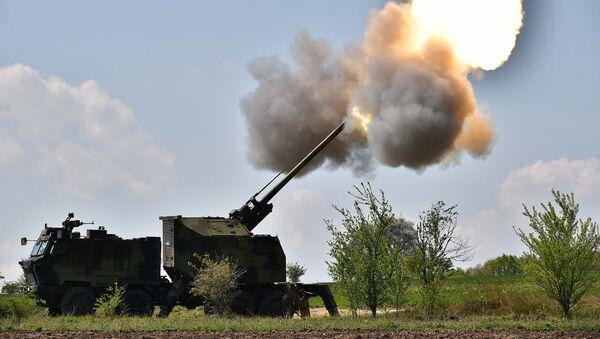 Опитно гађање из самоходне топ-хаубице 155 мм НОРА-Б52 М15, пројектил домета 40 километара - Sputnik Србија