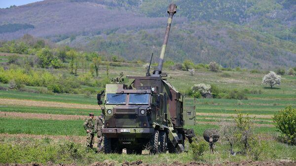 Opitno gađanje iz samohodne top-haubice 155 mm NORA-B52 M15, projektil dometa 40 kilometara - Sputnik Srbija