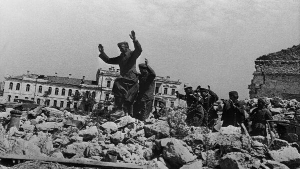 Немачки војници се предају у Севастопољу - Sputnik Србија