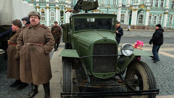 Совјетски теретњак ГАЗ АА са мобилним противваздушним системом - Sputnik Србија