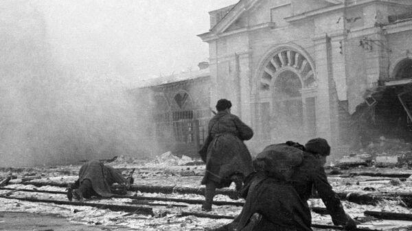 Sovjetski vojnici se bore protiv nemačkih okupatora na stanici grada Vorošilovska (današnji Stavropolj), Drugi svetski rat. - Sputnik Srbija