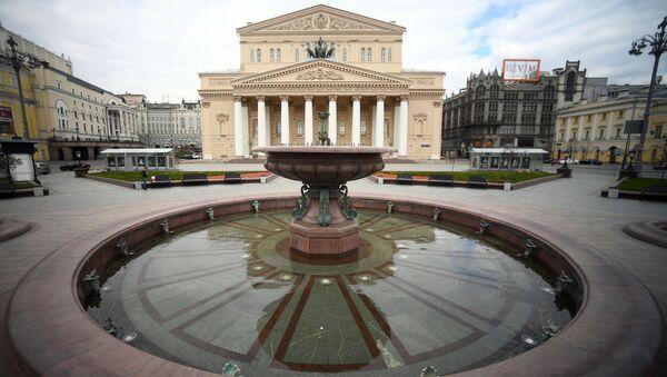 Фонтана која не ради због епидемије вируса корона испред Бољшог театра у Москви - Sputnik Србија