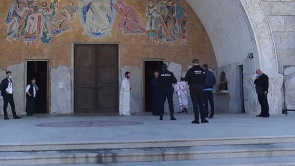 Полиција испред Храма у Подгорици - Sputnik Србија