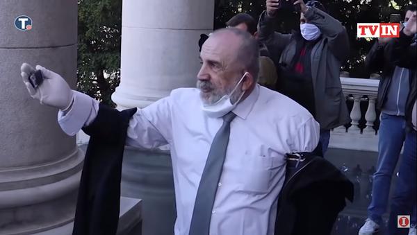 Marijan Rističević ispred parlamenta posle sukoba sa Dverima - Sputnik Srbija