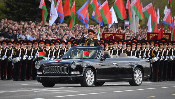 Белоруски министар одбране Виктор Хренин на војној паради у Минску поводом Дана победе - Sputnik Србија