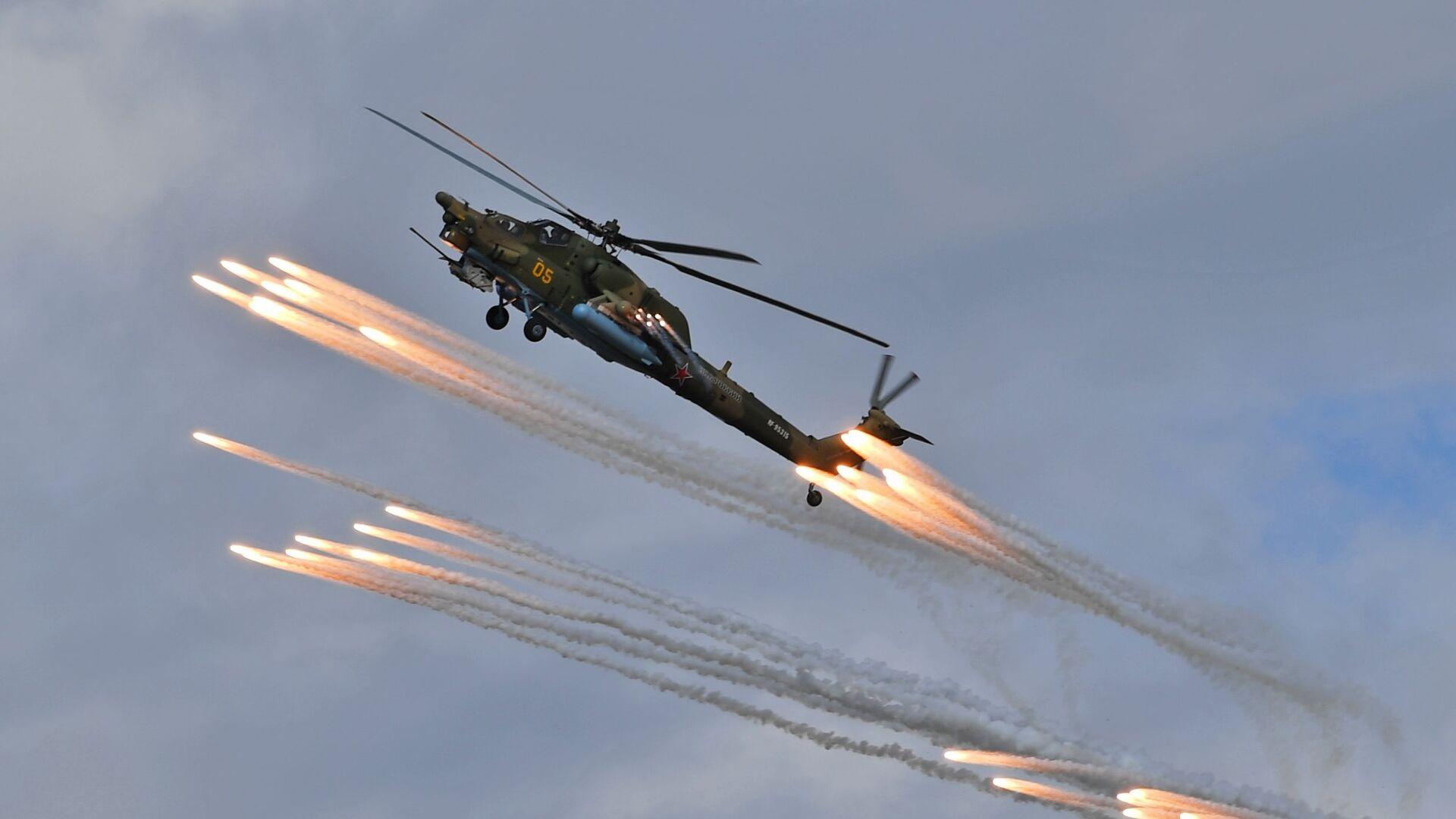 """Helikopter Mi-28N """"Noćni lovac"""" pilotske grupe """"Berkuti"""" (Zlatni orlovi) na avio-spektaklu u čast Dana pobede na aerodromu Kubinka - Sputnik Srbija, 1920, 27.08.2021"""