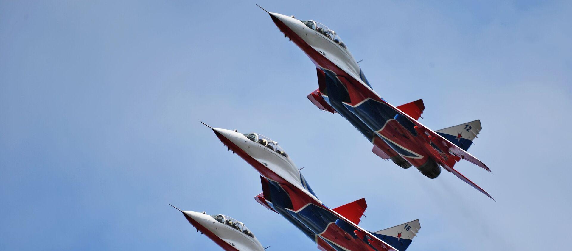 """Akrobatska grupa """"Striži"""" u lovcima MiG-29 na avio-spektaklu u čast Dana pobede na aerodromu Kubinka - Sputnik Srbija, 1920, 06.05.2021"""