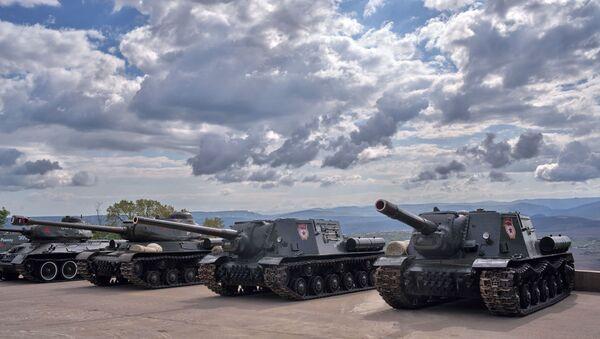 Tenkovi T-34 u memorijalnom kompleksu Sapun-gora u Sevastopolju - Sputnik Srbija