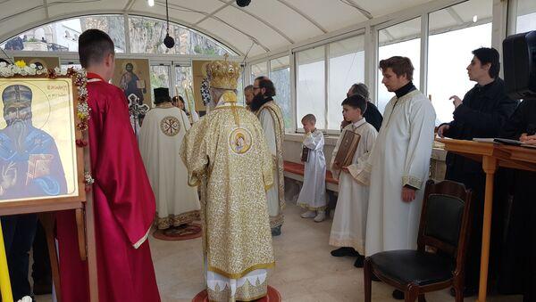 Митрополит Амфилохије држи литургију у манастиру Острог - Sputnik Србија