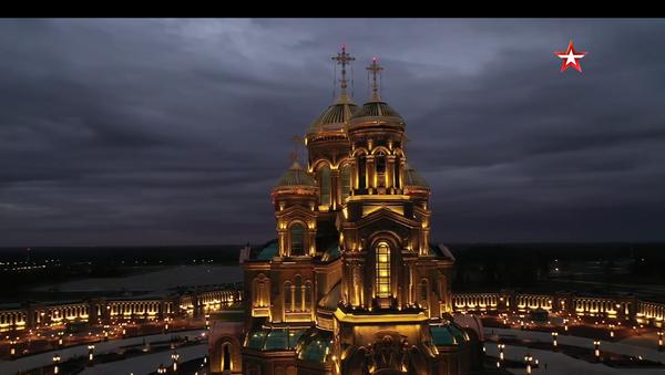 Spektakularan snimak iz drona: Glavni hram ruske vojske noću /video/ - Sputnik Srbija