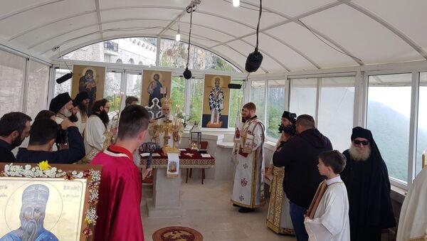 Митрополит Амфилохије држи литургија - Sputnik Србија