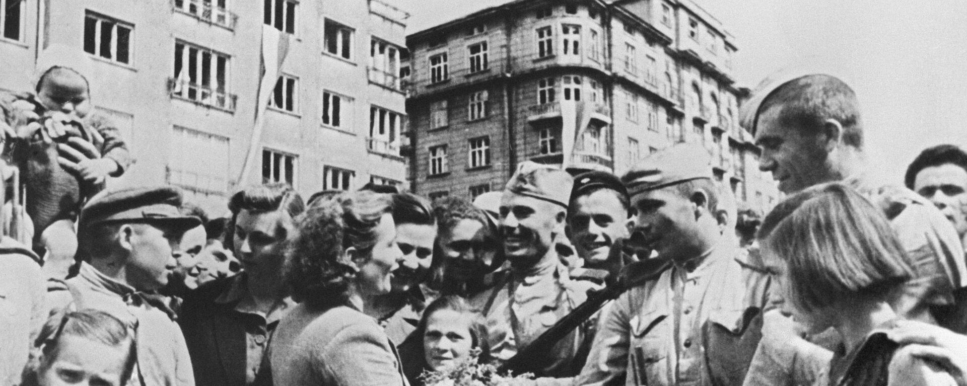 Stanovnici bugarske Sofije pozdravljaju borce Crvene armije u Drugom svetskom ratu - Sputnik Srbija, 1920, 12.05.2020