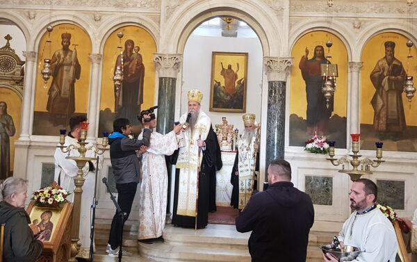 Vladika Joanikije u Sabornom hramu Svetog Vasilija Ostroškog - Sputnik Srbija