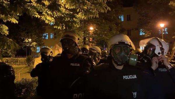 Policija Crne Gore u opremi za razbijanje demonstracija - Sputnik Srbija