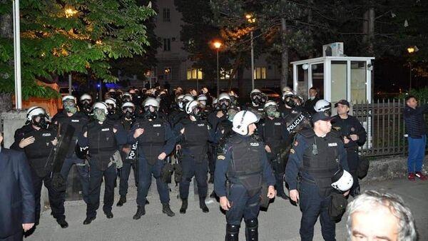 Полиција Црне Горе у опреми за разбијање демонстрација у Никшићу - Sputnik Србија