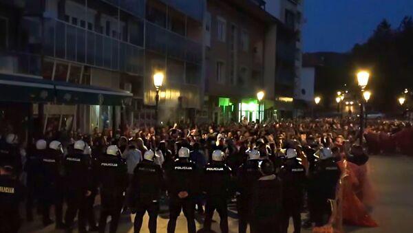 Кордон полиције пред народом у Пљевљима, Црна Гора - Sputnik Србија