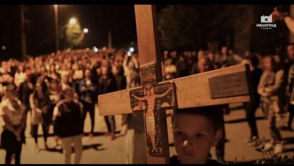 Protestna molitva ispred Đurđevih stupova povodom hapšenja vladike Joanikija - Sputnik Srbija