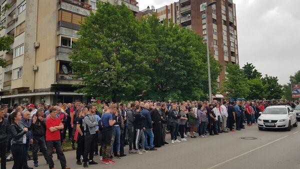 Никшићани испред суда чекају довођење владике Јоаникија - Sputnik Србија