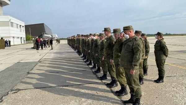 Ispraćaj ruskih vojnika na batajničkom aerodromu - Sputnik Srbija