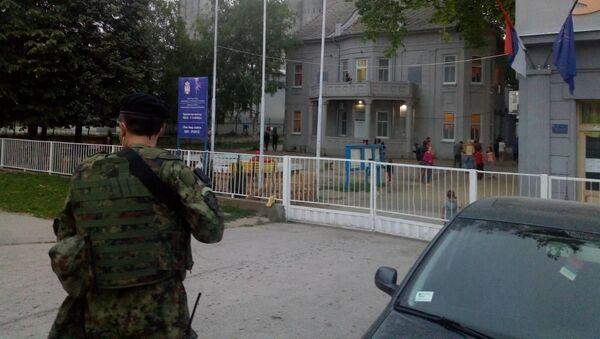 Vojska Srbije ispred Prihvatnog centra Adaševci u opštini Šid - Sputnik Srbija