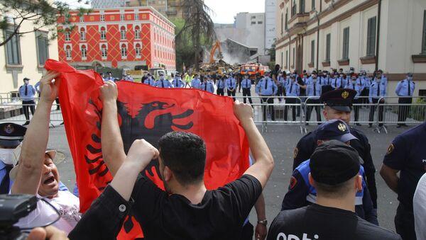 Protest u Tirani zbog rušenja nacionalnog teatra - Sputnik Srbija