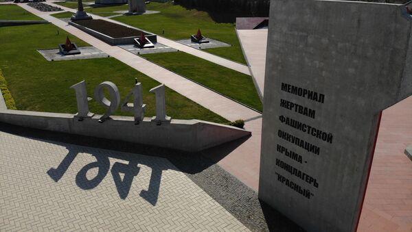 Спомен-плоча жртвама нацистичког концентрационог логора Красни на Криму - Sputnik Србија