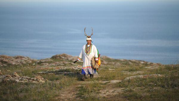 Šaman  Valentin Kagdaev na planinama oko Bajkalskog jezera. - Sputnik Srbija