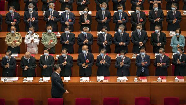 Посланици аплаудирају председнику Кине Си Ђинпингу на почетку седнице парламента у Пекингу - Sputnik Србија