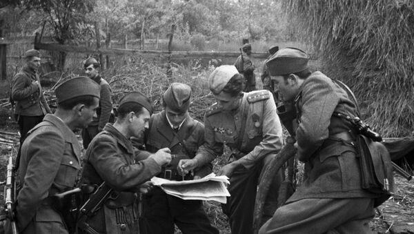Partizani prave planove sa vojnicima Crvene armije - Sputnik Srbija