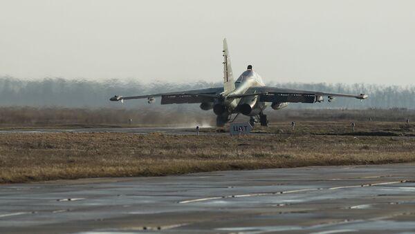 Jurišni avion Su-25UB na vojnim vežbama u Južnom vojnom okrugu - Sputnik Srbija